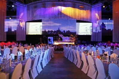 Ein großer Ballsaal